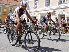 Z mikulovského Náměstí odstartovaly v sobotu do česko-rakouského pohraničí stovky bikerů v rámci závodu Pálavský krpál.