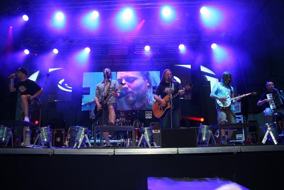 Divokej Bill se na svém turné zastavil i v pod břeclavským zámkem.