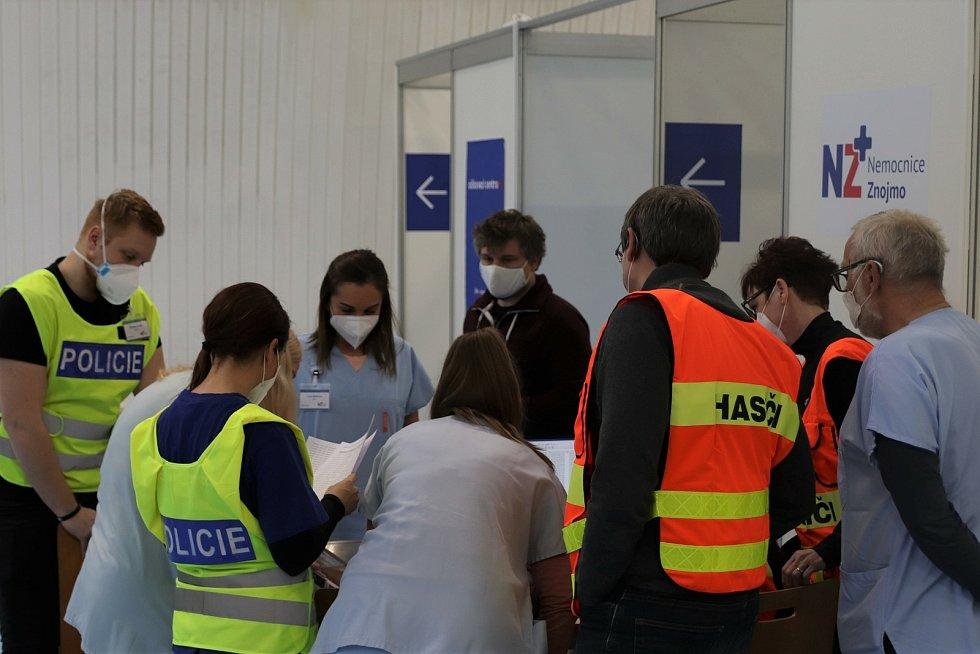 Očkování seniorů proti covidu ve Znojemské sportovní hale