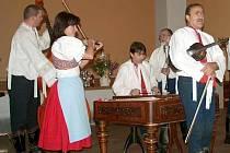 Starobřeclavskou cimbálovou muziku tvoří zkušení hudebníci. V jejich repertoáru převažují především písně z Podluží.