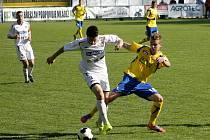 Fotbalisté Břeclavi (v bílém) pálili šance a odevzdali body rezervě Zlína.