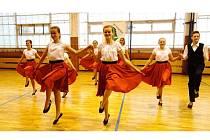 Všech šest zlatých pohárů v soutěži O zelený hrozének si odvezli mladí tanečníci ze souboru Novoveská štístka z Nové Vsi u Pohořelic. Národní soutěž se konala v břeclavské Základní škole Valtická a zúčastnily se jí soubory z celé republiky.