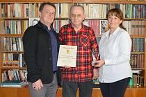 Josef Jožulka Uher převzal od vedení lanžhotské radnice ocenění za celoživotní přínos v oblasti kultury, tradic, folkloru, skladatelské a literární činnosti, publicistiky a žurnalistiky.
