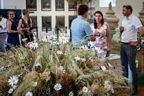 Lednické jízdárny patří designu a květinovým vazbám.