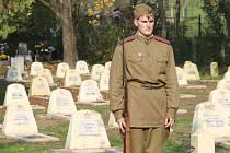 Na hřbitově Rudé armády v Hustopečích ve čtvrtek pietně pohřbili ostatky čtyř vojáků z druhé světové války. Ti padli na území Kobylí a Brodu nad Dyjí.