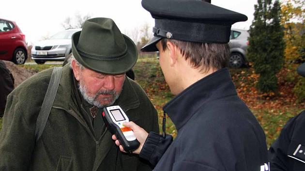 Policisté kontrolovali v sobotu myslivce na honech na Břeclavsku.