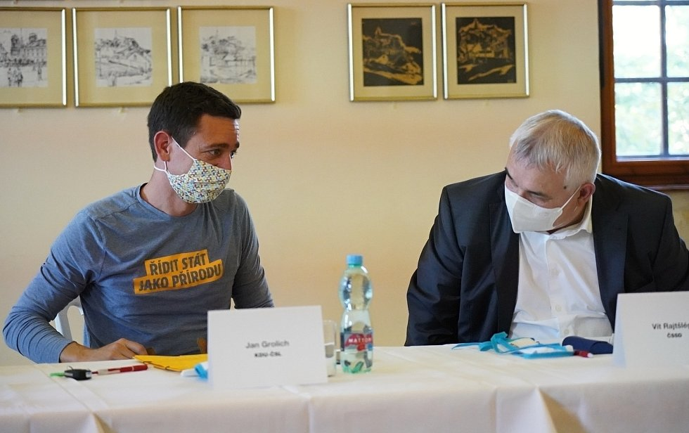 Předvolební debata Deníku na jižní Moravě. Lídři a zástupci stran a hnutí kandidujících do krajského zastupitelstva na zámku v Mikulově, 24. září 2020.