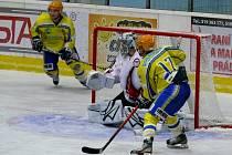 Břeclavští hokejisté kroužili kolem branky brněnské Techniky dlouho bez výsledku.