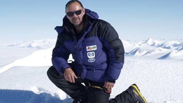 Caban má před sebou  druhou nejvyšší horu světa.