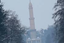 Minaret se naklání, kvůli řádění bobrů