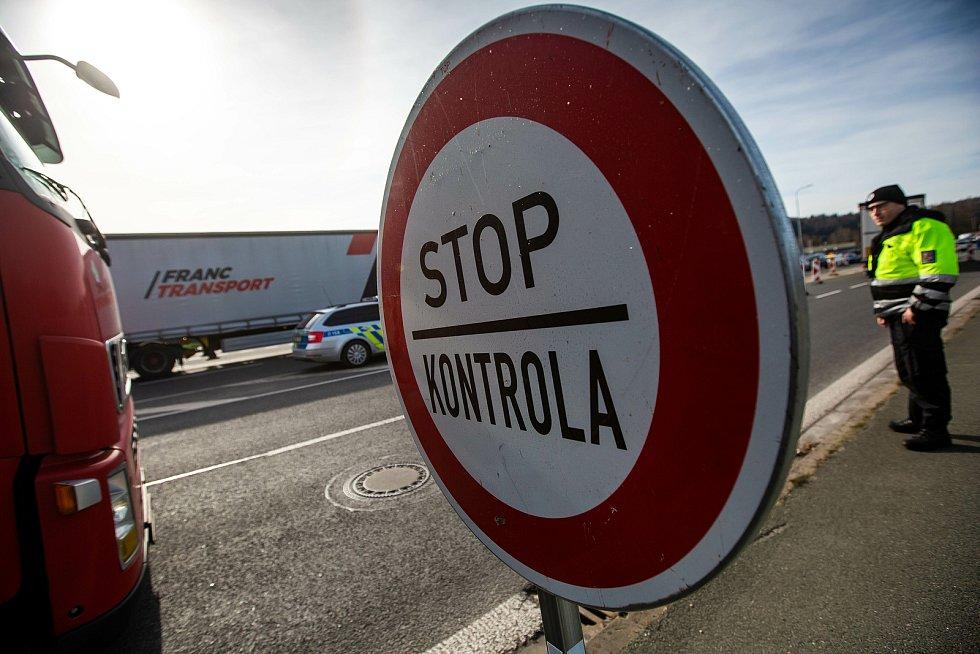 Kontroly na hraničním přechodu. Ilustrační foto.