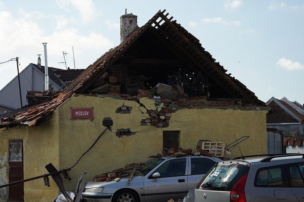 Katastrofa na jižní Moravě. Moravská Nová Ves na Břeclavsku den po řádění ničivého tornáda.