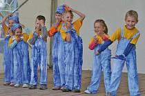Celá sobota patřila kulturním vystoupením převážně z domácí provenience. Předvedli se tanečníci z pohořelického Domu dětí a mládeže, cimbálová muzika a folklórní soubor z mikulovského domečku, mladé švadleny z učiliště ve Cvrčovicích