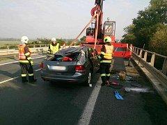 U obce Bavory vylétlo auto mimo silnici. Při nehodě se zranily dvě cizinky.