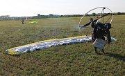 Nebe nad Břeclaví patří od soboty paraglidistům. Na tamním letišti se koná mistrovství Evropy v motorovém paraglidingu.