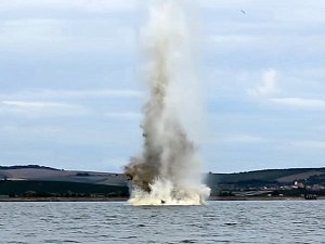 Odstřel stromů na Nových Mlýnech skončil. Potápěči strávili pod vodou 20 hodin