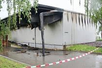 Ocelovou halu Nového Vinařství v Drnholci na Břeclavsku zachvátil v noci na sobotu dvaadvacátého května požár.