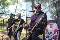 Na jedenáctém ročníku Ferby Festu ve Velkých Bílovicích zahrály v sobotu i kapely Dymytry a Arakain. Atmosféru už odpoledne rozproudili De Bill Heads.