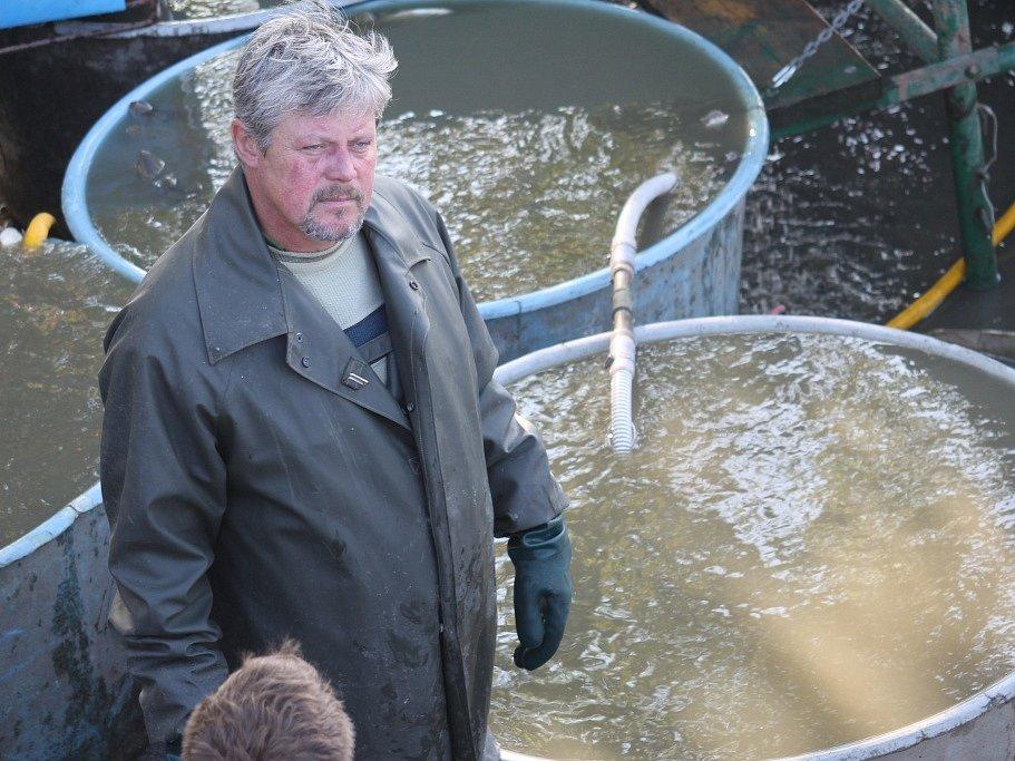 Rybáři obsadili lednický rybník Apollo. Začal výlov, který potrvá až do pátku.