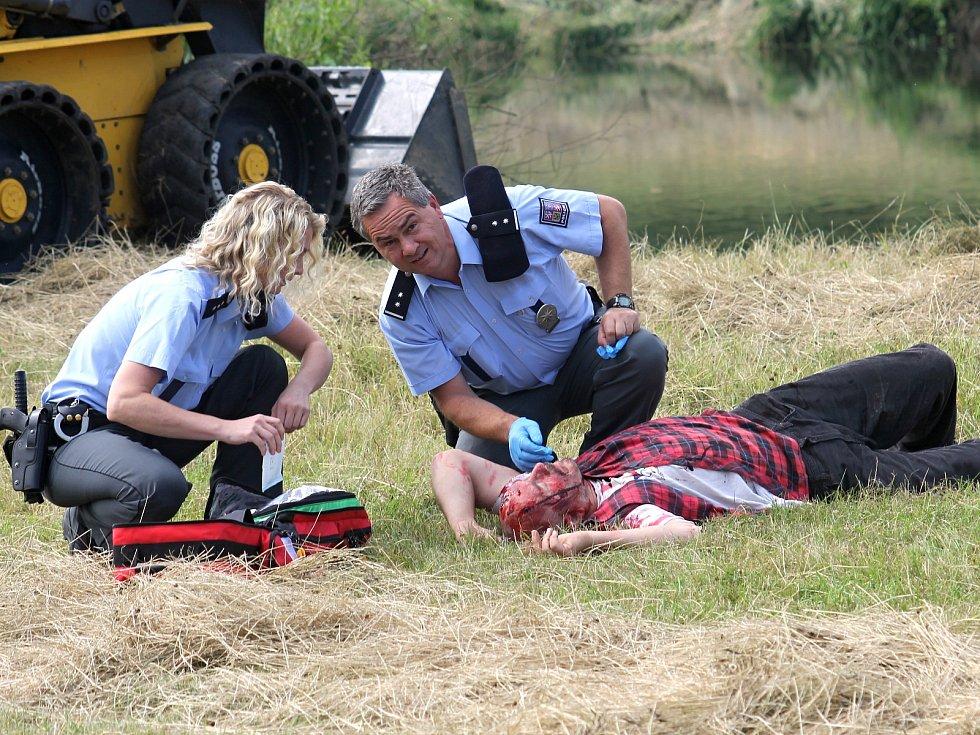 V Ladné se uskutečnilo cvičení zaměřené na spolupráci policistů, hasičů a zdravotníků při mimořádných událostech.