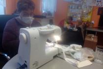 Dobrovolníci v Moravské Nové Vsi šijí, nakupují i hlídají děti