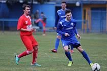 Břeclavští fotbalisté (v modrém) si poradili s brněnskou divizní Líšní.