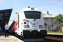 Lokomotiva, která v červnu poveze českou fotbalovou reprezentaci na mistrovství Evropy v Polsku, táhla vlak mířící z Břeclavi do Ostravy.
