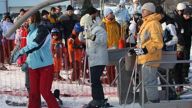 Sněhové radovánky ve ski areálu v Němčičkách.