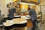 Z ilegální garáže až na americký trh vybudoval firmu na výrobu kytar František Furch z Velkých Němčic.