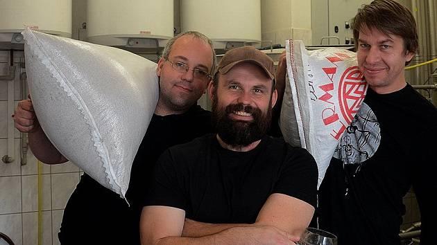 Plzeňský pivovar Raven tvoří zleva Ladislav Vrtiš, Petr Vynáhlovský a Filip Miller.