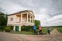Běžci si mohli během závodu vychutnávat krásy Lednicko-valtického areálu.