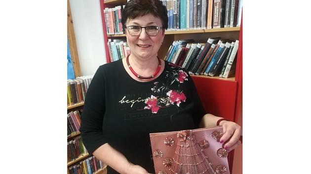Jitka Hamerníková z Holasic na Brněnsku vytváří ozdoby ze starých knih