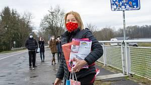 Vašáryová a Lasica předali dárky na hranicích u Lanžhota