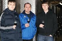 Vinař Jaroslav Červinka z hornověstonického vinařství Zmiko se svými syny Lukášem a Jakubem.