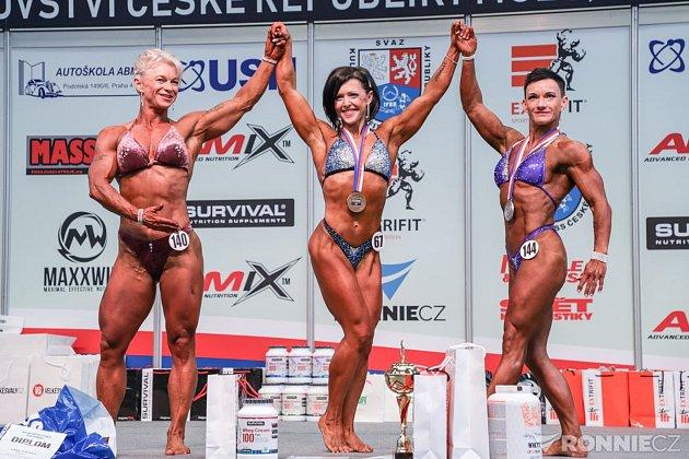 Veronika Zemanová (vpravo) na Mistrovství České republiky vkulturistice.