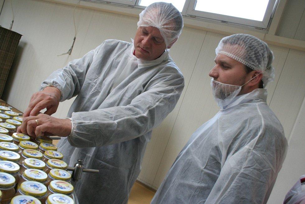 Ministr zemědělství Marian Jurečka (KDU - ČSL) na návštěvě v podivínské Frutě a Slovácké chalupě ve Tvrdonicích.