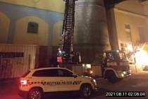 Mladík se chtěl zabít skokem z 30 metrové výšky cukrovarského komínu v Břeclavi.