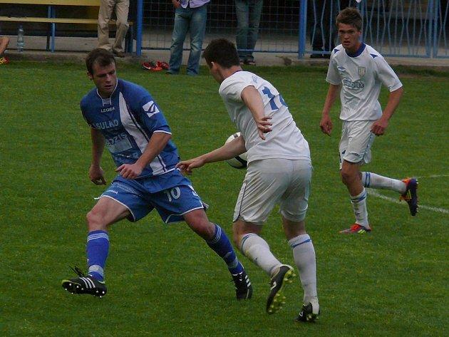Fotbalisté MSK (v bílém) doma jen remizovali se Zábřehem.