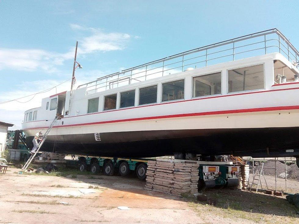 Historická loď Munot už je po opravě na Nových Mlýnech.