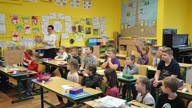 Žáky 1. třídy ZŠ v Bořeticích učí Eva Fraňková.