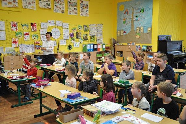 Žáky 1.třídy ZŠ vBořeticích učí Eva Fraňková.