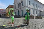 Roztančené video vznikalo na několika místech v Břeclavi. Lidé tančili v parku, u kostela, na nádraží či v domově důchodců.