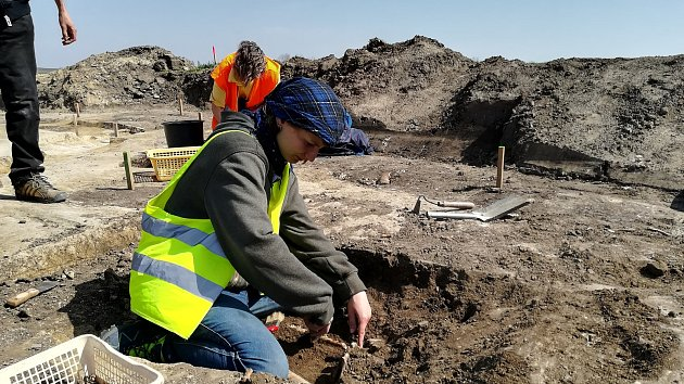 Archeologové odkryli středověkou osadu u Velkých Pavlovic na Břeclavsku.