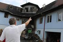 Noční požár budovy ve sportovním areálu v Němčičkách hasiči dostali pod kontrolu po skoro čtyřech hodinách.