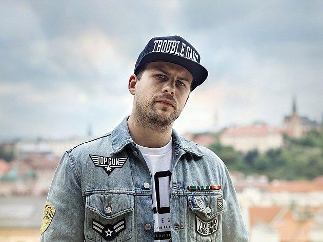 Otakar Petřina neboli Marpo, známý raper a zároveň bubeník skupiny Chinaski přijede do Břeclavi.