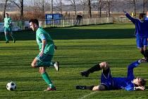 Fotbalisté Charvátské (v zeleném) se proti oslabenému soupeři prosadili pouze jednou.