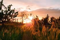 Krásná přírodní scenérie ještě zvýrazněná západem slunce bere dech.