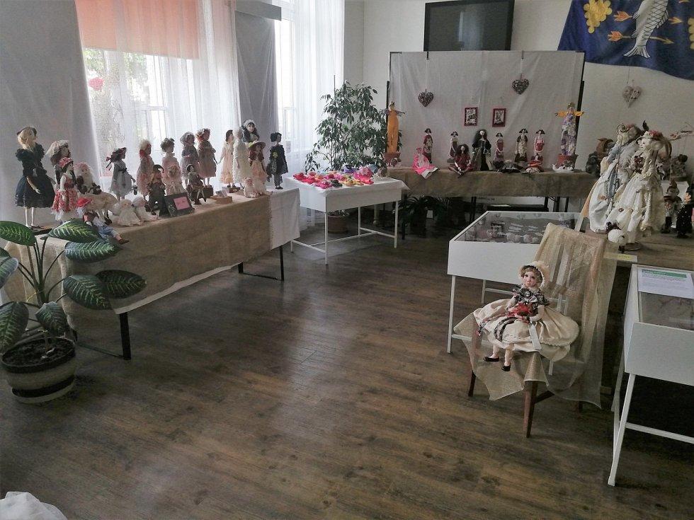 Výstava panenek v muzeu v Kobylí