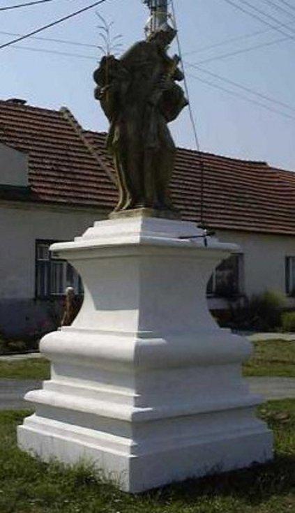 Socha svatého Jana Nepomuckého v Uherčicích.