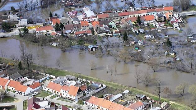 Povodně v roce 2006 napáchaly v Pohořelicích škody ve výši přes jedenáct milionů korun.